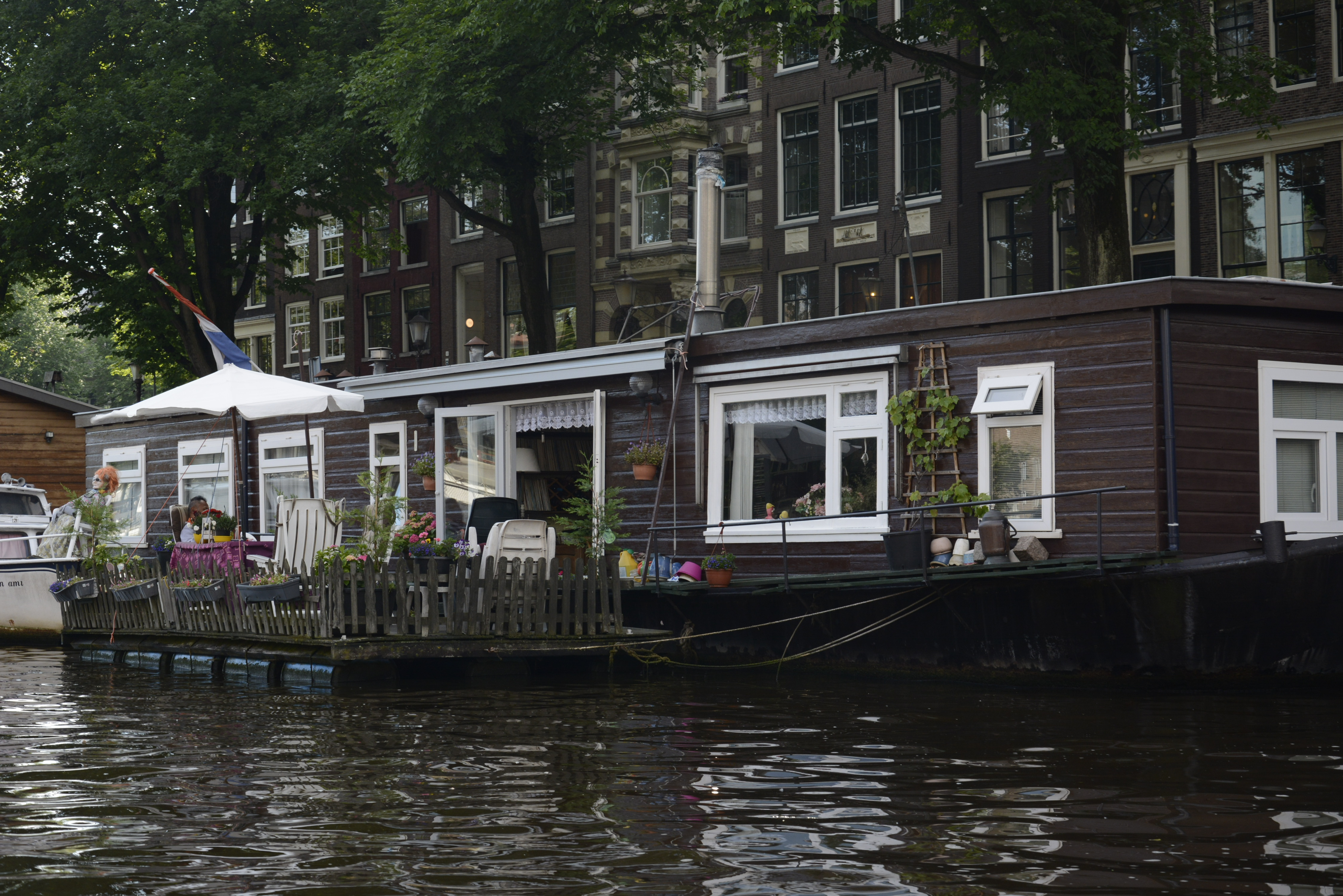 house boat in amsterdam